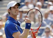 <p>Andy Murray of Britain celebrates a point against Lukas Lacko of Slovakia during the U.S. Open tennis tournament in New York, September 1, 2010. REUTERS/Eduardo Munoz</p>