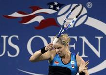 <p>Kim Clijsters of Belgium hits a forehand to Sally Peers of Australia during the U.S. Open tennis tournament in New York, September 1, 2010. REUTERS/Shannon Stapleton</p>