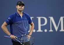 <p>Andy Roddick of the U.S. reacts to a call in the fourth set of his match against Janko Tipsarevic of Serbia during the U.S. Open tennis tournament in New York September 1, 2010. REUTERS/Shannon Stapleton</p>