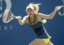 <p>Caroline Wozniacki of Denmark hits a return against Chang Kai-Chen of Taiwan during the U.S. Open tennis tournament in New York, September 2, 2010. REUTERS/Kevin Lamarque</p>