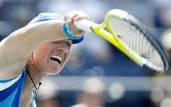 <p>Svetlana Kuznetsova of Russia serves against Anastasija Sevastova of Latvia during the U.S. Open tennis tournament in New York, September 2, 2010. REUTERS/Jessica Rinaldi</p>