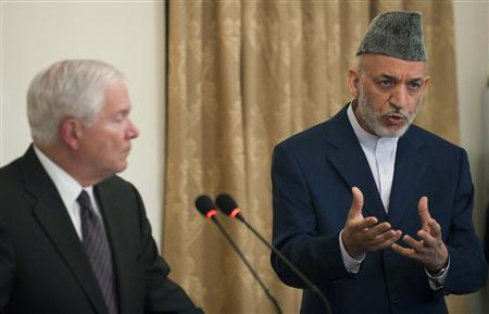 Afghanistan President Hamid Karzai (R) speaks with U.S. Secretary of Defense Robert Gates (L) during a joint news conference at the Presidential Palace in Kabul September 2, 2010. REUTERS/Jim Watson/Pool