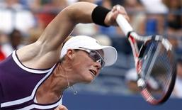 <p>Samatha Stosur of Australia serves to Sara Errani of Italy during the U.S. Open tennis tournament in New York, September 3, 2010. REUTERS/Eduardo Munoz</p>