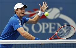 <p>Andy Murray of Britain comes to the net on a return to Dustin Brown of Jamaica during the U.S. Open tennis tournament in New York, September 3, 2010. REUTERS/Kevin Lamarque</p>