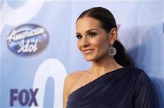 <p>Judge Kara DioGuardi poses backstage during the 9th season finale of 'American Idol' in Los Angeles May 26, 2010. REUTERS/Mario Anzuoni</p>