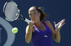 <p>Jelena Jankovic of Serbia hits a return during her match against Kaia Kanepi of Estonia at the US Open tennis tournament in New York, September 4, 2010. REUTERS/Jessica Rinaldi</p>