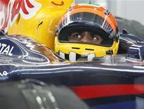 <p>O piloto indiano Karun Chandhok aprovou o novo e ainda não finalizado circuito da Coreia do Sul, depois de se tornar, neste sábado, a primeira pessoa a dar uma volta com um carro de Fórmula 1 na pista. REUTERS/Lee Jae-Won</p>
