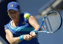 <p>Kim Clijsters of Belgium hits a return to Ana Ivanovic of Serbia during the US Open tennis tournament in New York, September 5, 2010. REUTERS/Jessica Rinaldi</p>