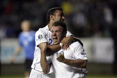 <p>O jogador italiano Antonio Cassano comemora o gol contra a Estônia com o companheiro Fabio Quagliarella em Tallinn, 3 de setembro de 2010. REUTERS/Ints Kalnins</p>