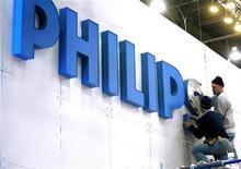 <p>Philips vend sa participation dans le fabricant de semi-conducteurs NXP à son fonds de retraite britannique dans le cadre d'un montage visant à résoudre les problèmes de déficit de ce fonds. /Photo d'archives/REUTERS/Steve Marcus</p>