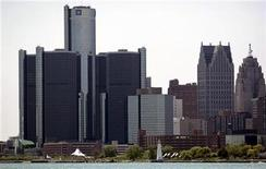 <p>General Motors Corp. world headquarters is seen along the Detroit river in downtown Detroit, Michigan May 31, 2009. REUTERS/Rebecca Cook</p>