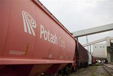 <p>A train car waits in line at the Potash Corp's Cory mine site near Saskatoon in this August 19, 2010 file photo. REUTERS/David Stobbe</p>
