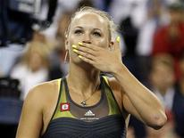 <p>Caroline Wozniacki of Denmark blows a kiss to the crowd after defeating Dominika Cibulkova of Slovakia during the U.S. Open tennis tournament in New York September 8, 2010. REUTERS/Mike Segar</p>