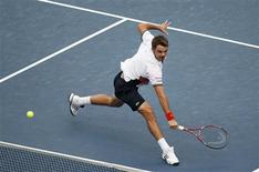 <p>Stanislas Wawrinka of Switzerland reaches for a return during a U.S. Open tennis match against Mikhail Youzhny of Russia in New York, September 9, 2010. REUTERS/Jessica Rinaldi</p>