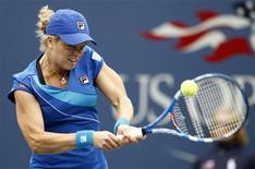 <p>Kim Clijsters of Belgium hits a return to Venus Williams of the U.S. during the U.S. Open tennis tournament in New York, September 10, 2010. REUTERS/Kevin Lamarque</p>