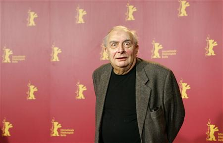 French director Claude Chabrol poses during a photocall to present his film 'L'Ivresse du Pouvoir' (Comedy of Power') running in the competition at the 56th Berlinale International Film Festival in Berlin in this February 16, 2006 file photo. REUTERS/Arnd Wiegmann/Files