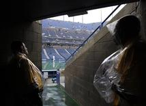 <p>Stadium personnel wait in a tunnel at the Arthur Ashe Stadium during a rain delay at the U.S. Open tennis tournament in New York September 12, 2010. REUTERS/Shannon Stapleton</p>