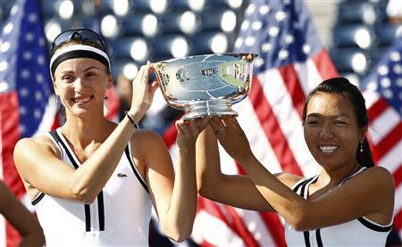 Vania King (R) of the U.S. and Yaroslava Shvedova of Kazakhstan pose with their trophy after defeating Liezel Huber of the U.S. and Nadia Petrova of Russia during the women's doubles final at the U.S. Open tennis tournament in New York, September 13, 2010. REUTERS/Kevin Lamarque