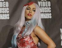 <p>Lady Gaga, com vestido feito de carne, posa para foto depois de vencer 8 prêmios no VMA em Los Angeles, 12 de setembro de 2010. REUTERS/Mario Anzuoni</p>