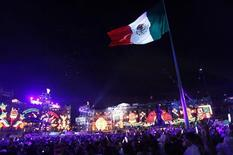 <p>People gather at Zocalo Square as Mexico marks the 200th anniversary of the day rebel priest Manuel Hidalgo set it on the path to independence in Mexico City September 15, 2010. REUTERS/Eliana Aponte</p>