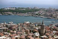 <p>Topkapi Palace, once the home of sultans for 400 years, the sixth-century Hagia Sophia (Ayasofya) and the Ottoman-era Blue Mosque form the skyline of the old city, overlooking Galata bridge on the Golden Horn in Istanbul June 1, 2007. REUTERS/Fatih Saribas</p>