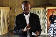 <p>Rwandan President Paul Kagame shows his inked finger after casting his ballot during Rwanda's presidential election in Kigali August 9, 2010. REUTERS/Finbarr O'Reilly</p>