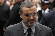 <p>British singer George Michael arrives at Highbury Magistrates Court in London September 14, 2010. REUTERS/Suzanne Plunkett</p>