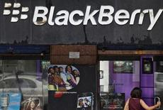 <p>A customer walks into a BlackBerry store in Mumbai August 31, 2010. REUTERS/Danish Siddiqui</p>