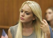 <p>Lindsay Lohan é vista durante audiência no tribunal municipal de Beverly Hills, na Califórnia, em 20 de julho. A atriz teria sido reprovada em um teste de drogas imposto como condição para ter saído de forma antecipada no mês passado de um programa de reabilitação em Los Angeles. 20/07/2010 REUTERS/Al Seib/Pool</p>
