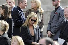 <p>British model Kate Moss (C) leaves the memorial service for Alexander McQueen at St. Paul's Cathedral, in London September 20, 2010. REUTERS/Paul Hackett</p>