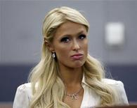 <p>Imagen de archivo de Paris Hilton esperando en una corte en Las Vegas. Sep 20 2010 La celebridad Paris Hilton fue detenida el martes para ser interrogada por autoridades en el aeropuerto de Tokio, durante un viaje de negocios un día después de declararse culpable de posesión de cocaína en Las Vegas. REUTERS/Las Vegas Sun/Steve Marcus/ARCHIVO</p>