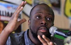 <p>Wyclef Jean durante coletiva de imprensa na Bélgica. O cantor de hip-hop anunciou na terça-feira que desistiu de disputar a eleição presidencial de novembro no Haiti, um mês depois de ter sua candidatura formalmente rejeitada pelas autoridades. 13/08/2010 REUTERS/Sebastien Pirlet</p>