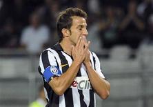 <p>O jogador da Juventus Alessandro Del Piero lamenta lance no jogo em que seu time perdeu para o Palermo nesta quinta-feira. REUTERS/Paolo Bona</p>