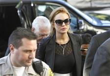 <p>Lindsay Lohan chega ao tribunal de Beverly Hills na Califórnia. Um juiz determinou que a atriz volte à prisão até o dia de uma audiência em 22 de outubro que vai avaliar se ela violou os termos de sua condicional. 24/09/2010 REUTERS/Mario Anzuoni</p>