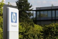 <p>Imagen de archivo del logo de HP en una oficina en Ginebra. Ago 4 2009 La tecnológica estadounidense Hewlett-Packard propuso a dos destacados ejecutivos de su rival IBM ser el nuevo presidente ejecutivo de la empresa, pero su oferta fue rechazada, según una persona familiarizada con el asunto. REUTERS/Denis Balibouse/ARCHIVO</p>