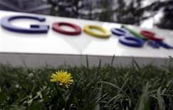<p>Логотип Google перед штаб-квартирой компании в Пекине 12 июля 2010 года. Автоматический переводчик Google Translate теперь может переводить с латинского языка, сообщила Google, расширившая таким образом количество доступных языков в программе до 58. REUTERS/Jason Lee</p>