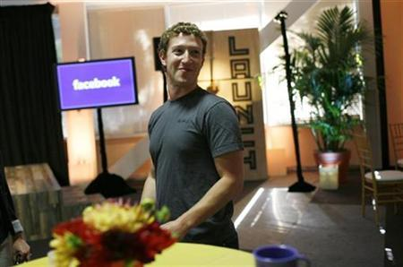 Facebook CEO Mark Zuckerberg walks through Facebook headquarters prior to unveiling the company's new location services feature called ''Places'' at a news conference in Palo Alto, California August 18, 2010. REUTERS/Robert Galbraith