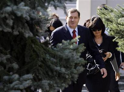 Bosnian Serb Prime Minister Milorad Dodik arrives at a polling booth in Laktasi near Banja Luka, October 3, 2010. REUTERS/Marko Djurica