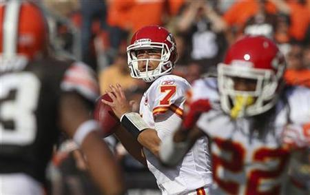 Kansas City Chiefs quarterback Matt Cassel (7) looks to throw during the fourth quarter of the Chiefs NFL football game against the Cleveland Browns in Cleveland, Ohio September 19, 2010.REUTERS/Aaron Josefczyk