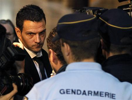 Former trader Jerome Kerviel arrives at Paris courts for the verdict in his trial, as he faces charges of breach of trust, computer abuse and forgery, October 5, 2010. REUTERS/Charles Platiau