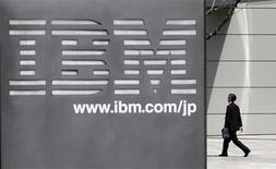 <p>Selon un dirigeant d'IBM, le groupe américain continuera à procéder à des acquisitions au même rythme que ces dernières années. Le groupe d'informatique a racheté près de 100 groupes au cours des six à sept dernières années, a précisé Mike Rhodin, vice-président adjoint du groupe. /Photo d'archives/REUTERS/Toru Hanai</p>