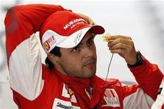 <p>Felipe Massa, da Ferrari, se preparando para treino livre do Grande Prêmio no circuito de Monza em 11 de setembro deste ano. REUTERS/ Giampiero Sposito</p>