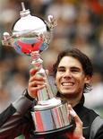 """<p>O campeão mundial Rafael Nadal bateu o francês Gael Monfils por 6-1 e 7-5 e conquistou o ATP 500 de Tóquio, neste domingo, coroando uma semana de """"Febre por Nadal,"""" na capital japonesa. REUTERS/Yuriko Nakao</p>"""