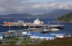 <p>Российский нефтеналивной терминал Козьмино 4 октября 2010 года. Кто-то, быть может, наслаждается вкусом морских гребешков, а российские ученые в восторге от их способности накапливать вредные вещества. REUTERS/Jessica Bachman</p>