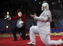 <p>Imagen de archivo de una presentación del Cirque du Soleil en Mónaco. Ene 14 2010 La compañía de circo canadiense Cirque du Soleil quiere expandir su negocio entre los amantes del circo en Rusia y crear una presencia permanente en el país para el 2015, dijo su presidente a Reuters. REUTERS/Lionel Cironneau/ARCHIVO</p>