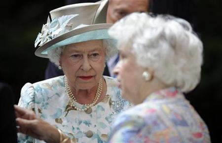 Britain's Queen Elizabeth talks to Lynden Miller (R), the public gardens designer, during her visit to the British Garden at Hanover Square in New York in this July 6, 2010 file photo. REUTERS/Henny Ray Abrams/Pool
