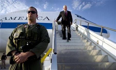 U.S. Secretary of Defense Robert Gates walks off his plane at Al-Assad Air Base in Iraq September 1, 2010, on a surprise visit as the the U.S. Army officially ends its combat mission in Iraq. REUTERS/Jim Watson/Pool