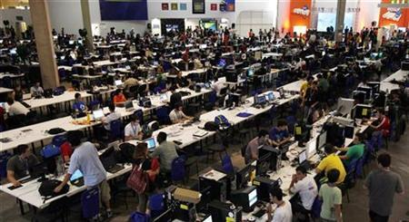 People surf the web during a ''Campus Party'' Internet users gathering in Sao Paulo January 27, 2010. REUTERS/Paulo Whitaker