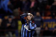 <p>Samuel Eto'o, da Inter de Milão, comemora gol em vitória por 4 x 3 sobre o Tottenham Hotspur. REUTERS/Max Rossi</p>