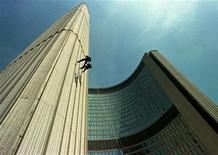 <p>Members of the Toronto Police Emergency Task Force (ETF) team repel down the west tower city hall during a demonstration in Toronto, in an undated file photo. REUTERS/Andy Clark</p>